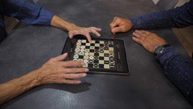 Новое инновационное шахматное приложение Two Player Chess позволяет игрокам использовать свои устройства вместо традиционных шахматных наборов